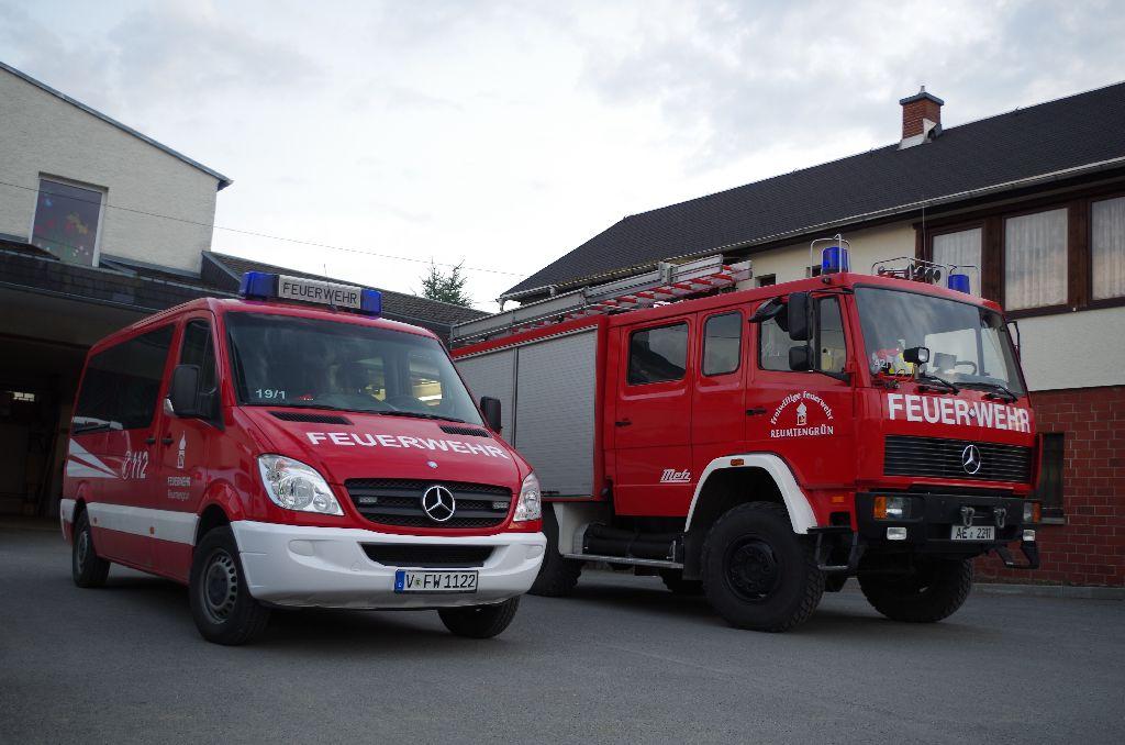 Fahrzeuge vor Geraetehaus
